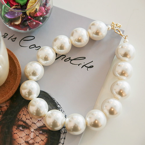 Dabagirl Big Faux Pearl Necklace