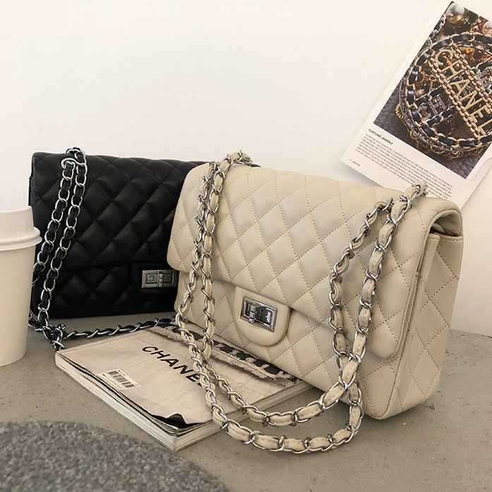 Dabagirl Chain-Accented Strap Quilted Bag