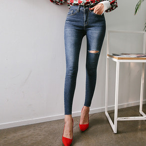 Dabagirl Raw Hem Ripped Thigh Jeans